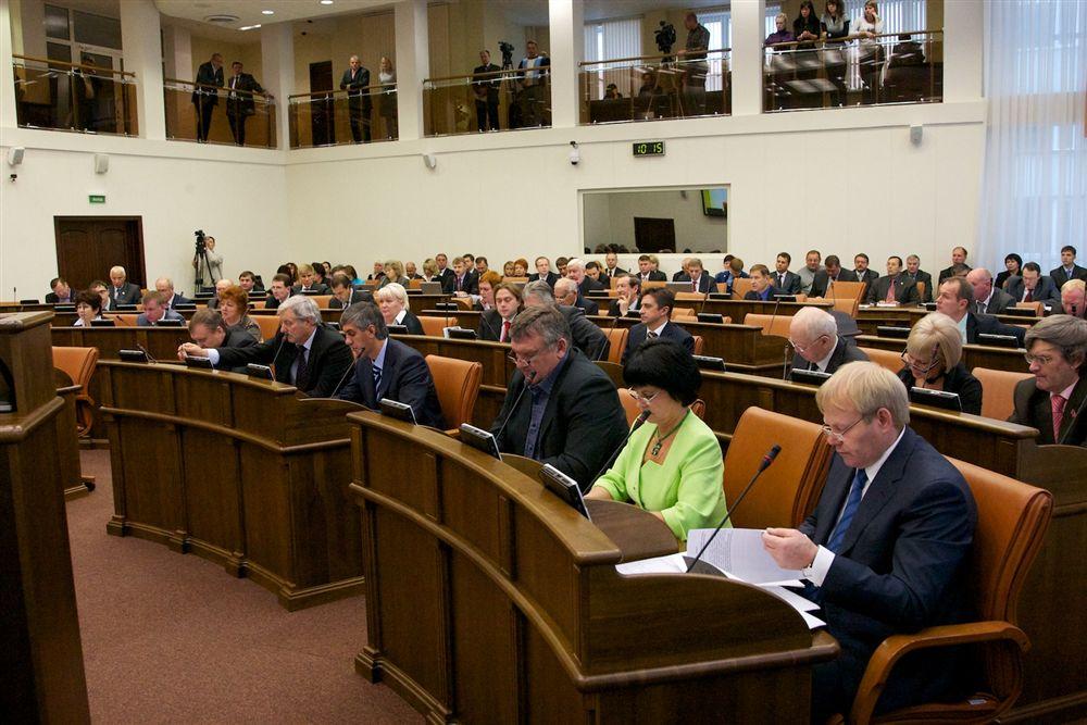 Парламентарии подводят итоги политического сезона