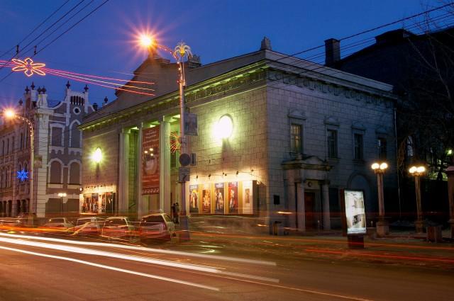 Театр Пушкина вновь отложат